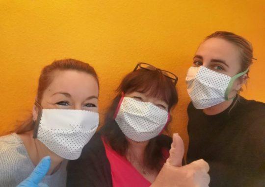 HCR-Team mit Masken und Handschuhen
